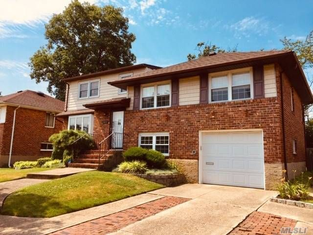 5 BR,  3.00 BTH Split level style home in Seaford