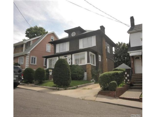 3 BR,  1.00 BTH Colonial style home in College Point