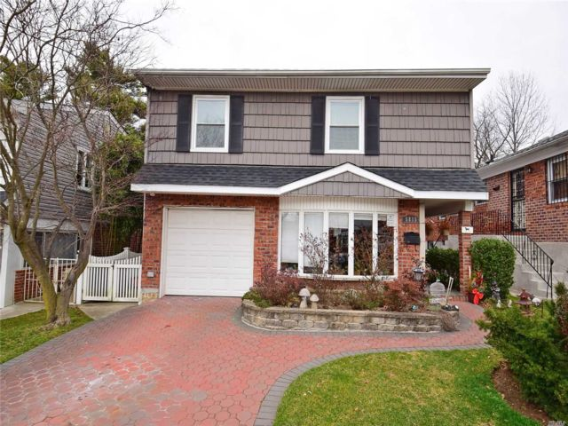 4 BR,  4.00 BTH Split level style home in Little Neck