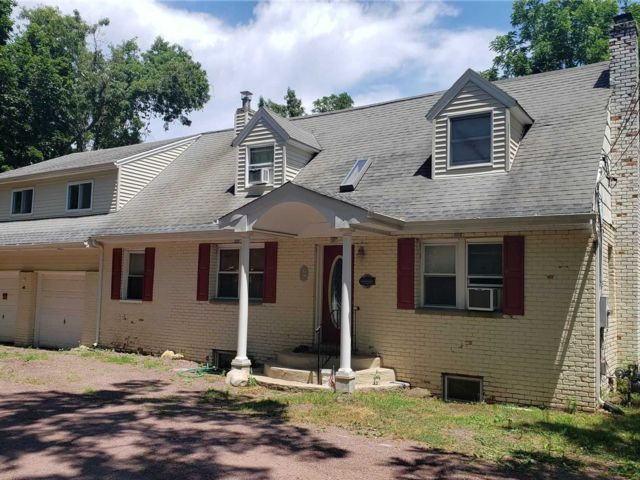 4 BR,  4.00 BTH  Exp cape style home in Port Jefferson