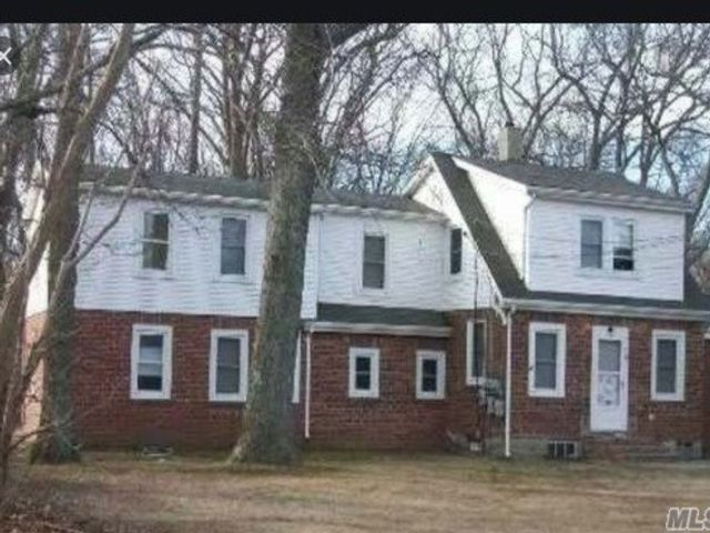 2 BR,  1.00 BTH Apt in house style home in Ridge
