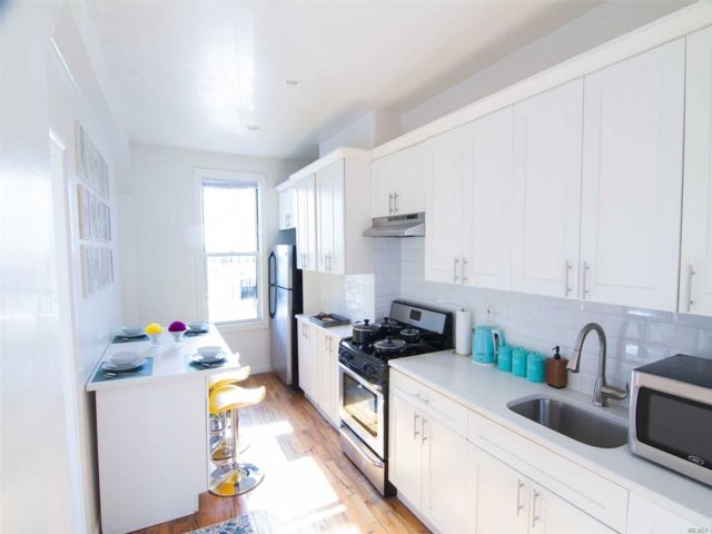 4 BR,  1.00 BTH Apt in house style home in East New York