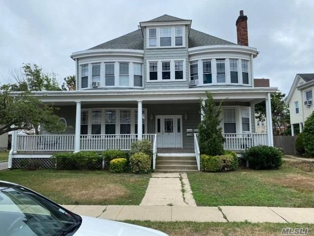 3 BR,  1.00 BTH Victorian style home in Oyster Bay