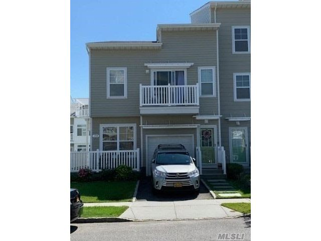 3 BR,  2.00 BTH Apt in house style home in Arverne