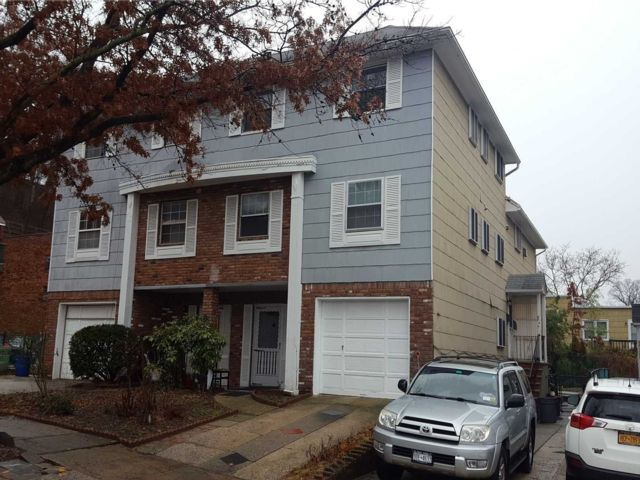 3 BR,  2.00 BTH  2 story style home in Little Neck