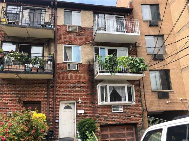 8 BR,  6.00 BTH  Other style home in Flushing
