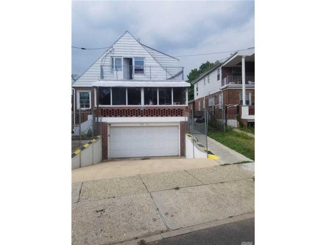 4 BR,  2.00 BTH Duplex style home in Briarwood