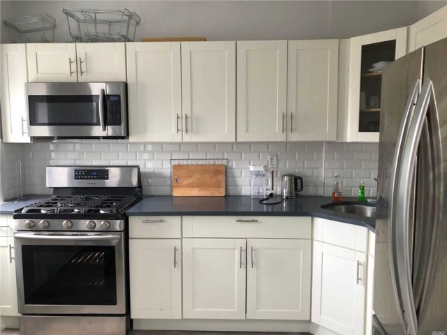 4 BR,  3.00 BTH Townhouse style home in Brownsville