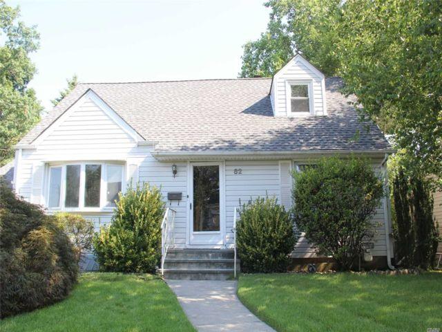 4 BR,  2.00 BTH Cape style home in Albertson