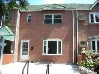2 BR,  2.00 BTH Townhouse style home in Woodside