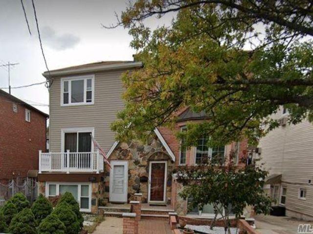4 BR,  3.00 BTH Duplex style home in Marine Park