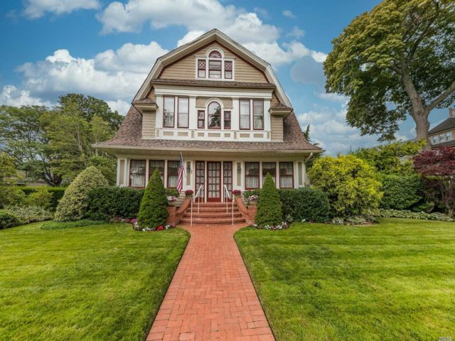 6 BR,  4.00 BTH Colonial style home in Rockville Centre