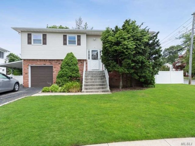 [Merrick Real Estate, listing number 3115407]