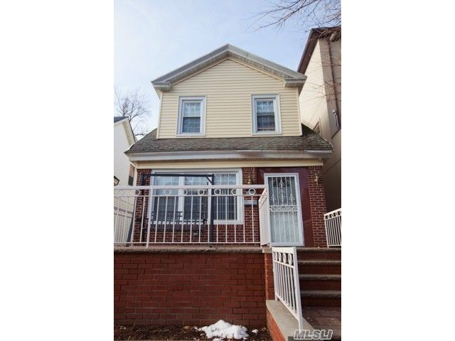 3 BR,  3.00 BTH  Colonial style home in Midwood