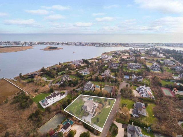 6 BR,  6.00 BTH Post modern style home in Westhampton Bch