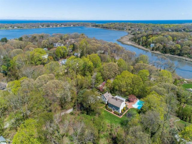 4 BR,  3.00 BTH Colonial style home in Setauket