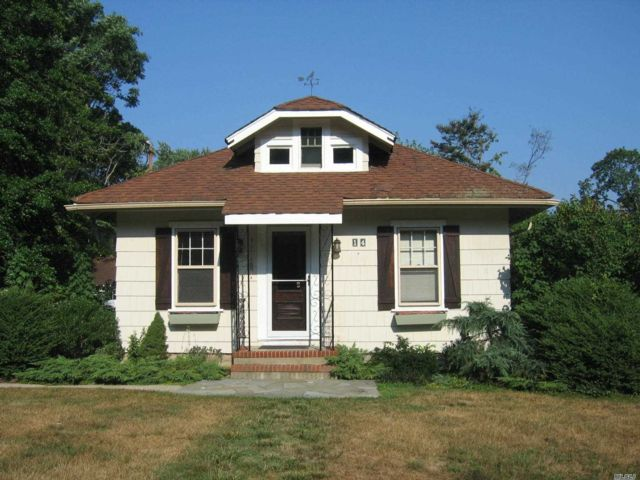 2 BR,  1.00 BTH Ranch style home in East Setauket
