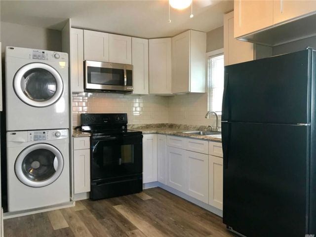 2 BR,  1.00 BTH Apt in house style home in Farmingdale