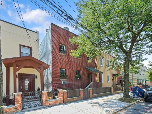 5 BR,  2.00 BTH 2 story style home in Maspeth