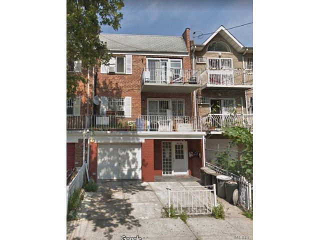 2 BR,  2.00 BTH Contemporary style home in Elmhurst