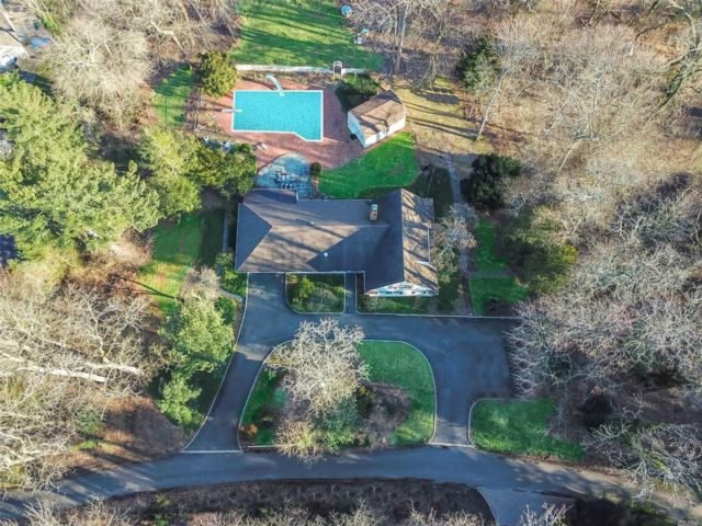 4 BR,  5.00 BTH Farm ranch style home in Nissequogue