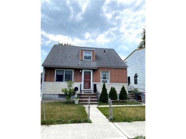 3 BR,  2.00 BTH  Cape style home in Flushing