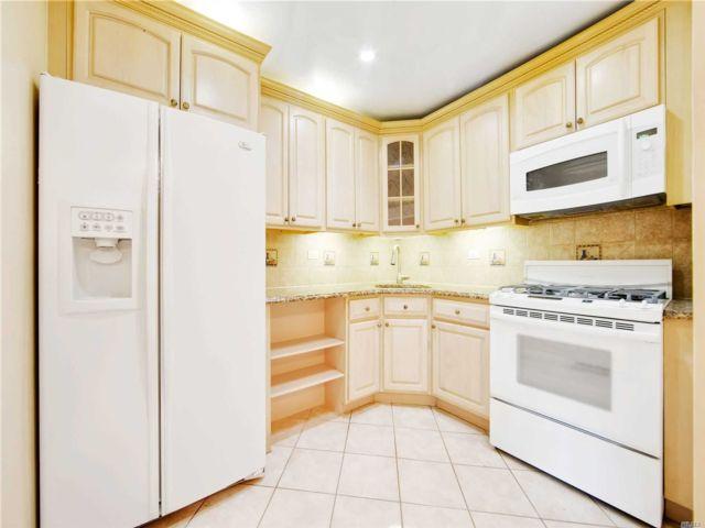 2 BR,  2.00 BTH Condo style home in Howard Beach