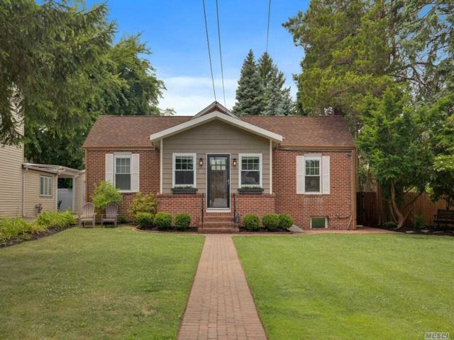 2 BR,  2.00 BTH  Ranch style home in Locust Valley