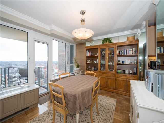 2 BR,  2.00 BTH Co-op style home in Beechhurst