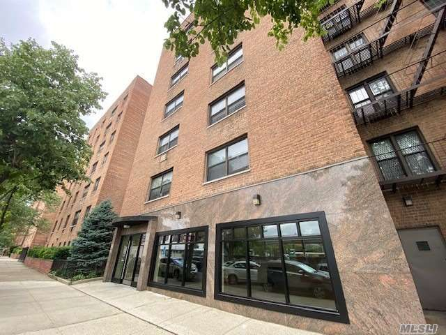 2 BR,  1.00 BTH High rise style home in Corona