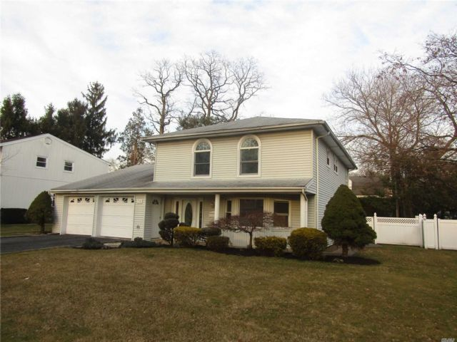 4 BR,  3.00 BTH Split level style home in New Hyde Park