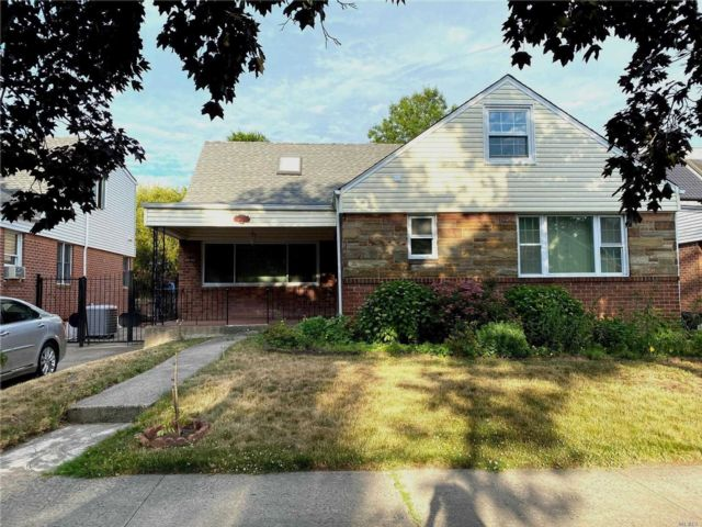 5 BR,  4.00 BTH  Exp cape style home in Fresh Meadows