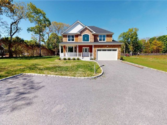 4 BR,  4.00 BTH Post modern style home in East Quogue