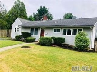3 BR,  2.00 BTH Exp ranch style home in Syosset