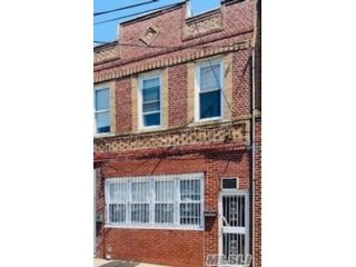 5 BR,  2.00 BTH 2 story style home in Woodhaven