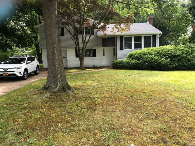 3 BR,  2.00 BTH  Split level style home in Glen Cove