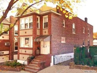 5 BR,  2.00 BTH Colonial style home in Briarwood