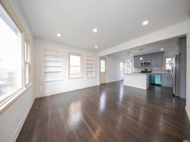 4 BR,  3.00 BTH Cape style home in Hempstead