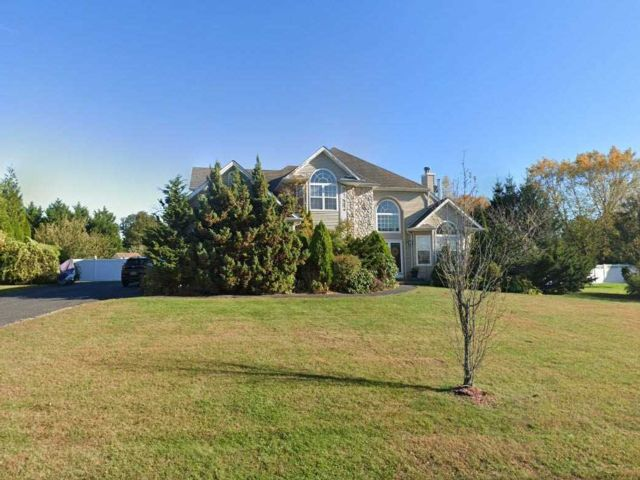 5 BR,  5.00 BTH Post modern style home in Miller Place