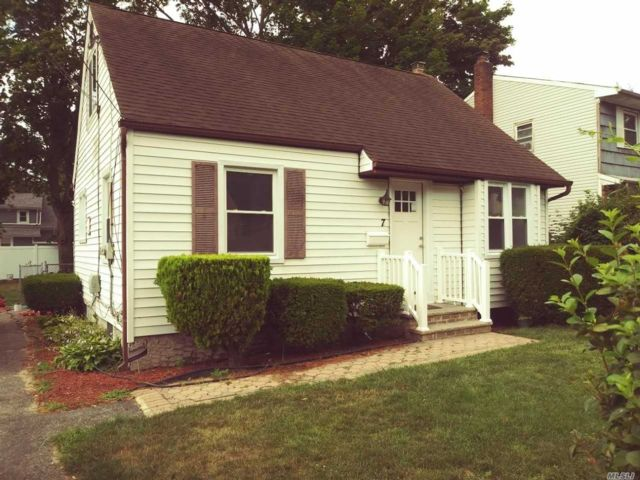 4 BR,  1.00 BTH  Cape style home in Amityville