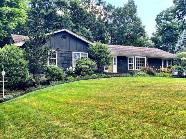 3 BR,  3.00 BTH Ranch style home in Northport