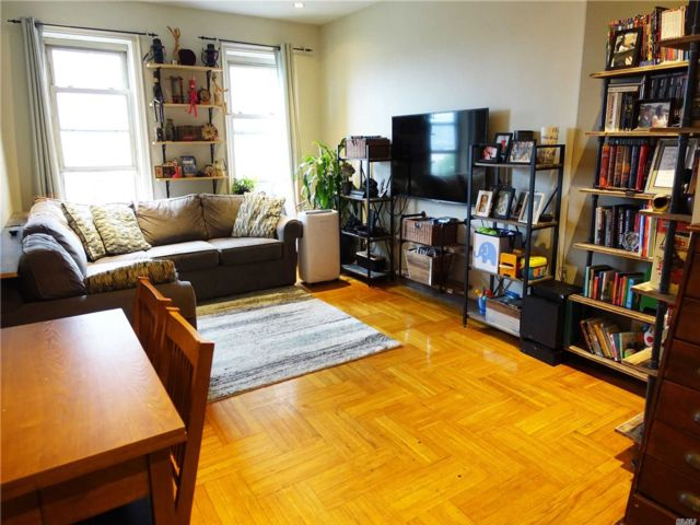 1 BR,  1.00 BTH High rise style home in Woodside
