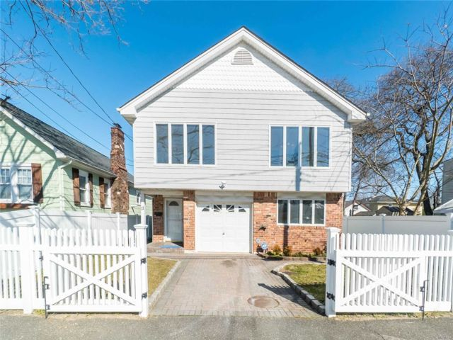 4 BR,  2.00 BTH 2 story style home in Bayville