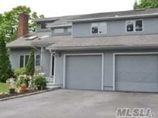 4 BR,  4.00 BTH 2 story style home in Greenlawn