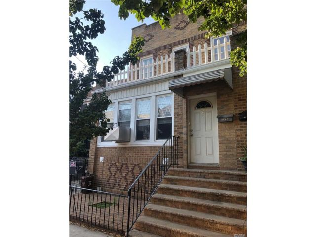 7 BR,  2.00 BTH 2 story style home in Middle Village