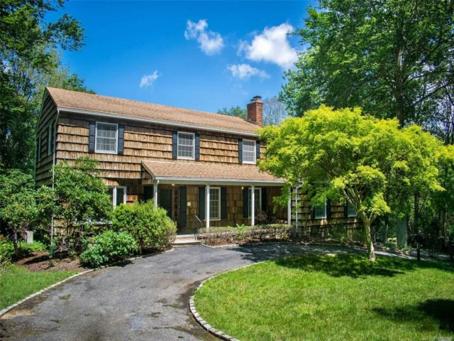 5 BR,  4.00 BTH  Colonial style home in Head Of Harbor