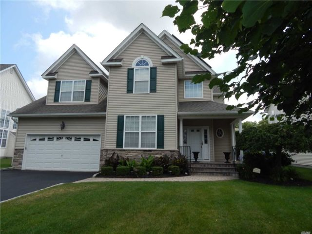 3 BR,  4.00 BTH  Post modern style home in Wading River