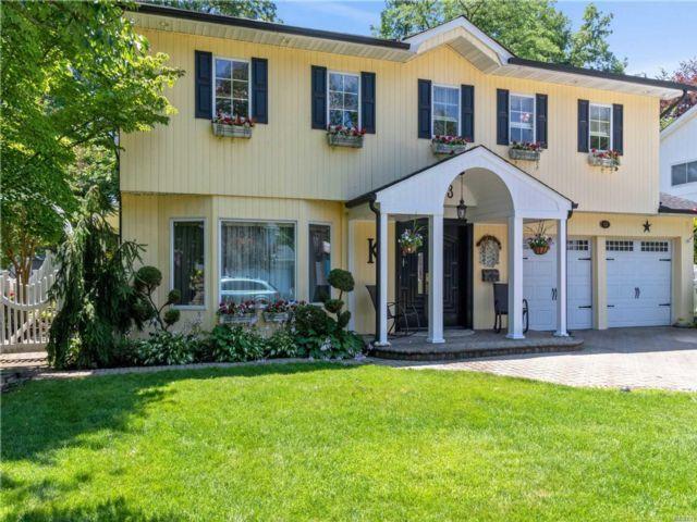 5 BR,  3.00 BTH Splanch style home in Manhasset Hills