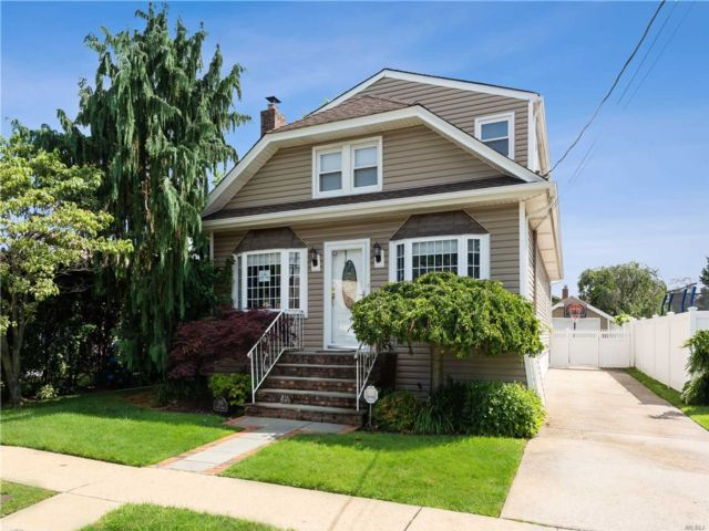 [Merrick Real Estate, listing number 3116275]