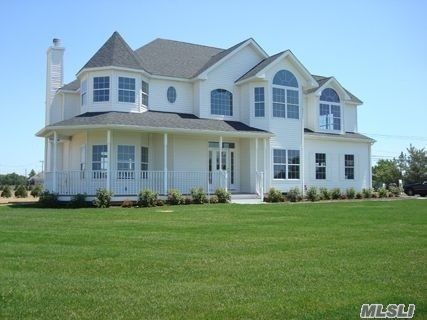 5 BR,  3.00 BTH  Victorian style home in Manorville